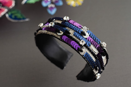リュネビル刺繍のバングル