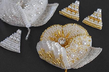 オートクチュール刺繍のブローチ