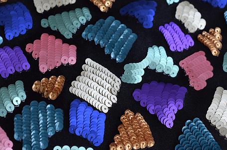 ジラフ柄のスパンコールの刺繍