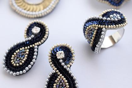 アラベスク模様の刺繍アクセサリー