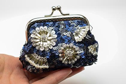 白のお花のスパンコール刺繍