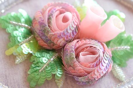 刺繍のバラモチーフ