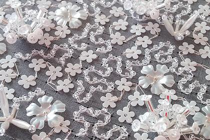 花スパンコールとビーズの刺繍