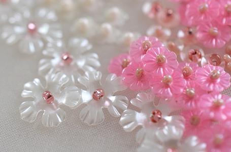花のスパンコールのビーズ刺繍