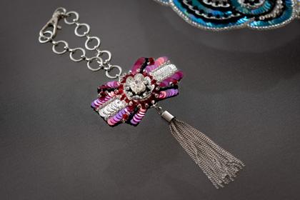 リュネビル刺繍のリボンチャーム