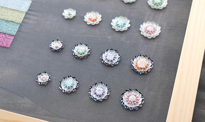 花スパンコールの刺繍アクセサリー