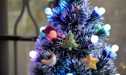 ビーズの刺繍で作るクリスマスオーナメント