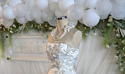 オートクチュール刺繍のウェディングドレス