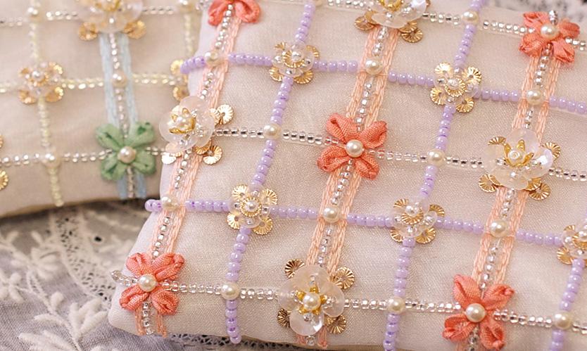 〜飾り付けのアイディアを活かす〜 チェック×花柄のポーチ