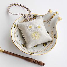 キット リュネビル刺繍 デイジーの香り袋