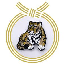 数量限定8個 キット 年賀 干支ブローチ「2022 虎」 リュネビル刺繍でもビーズ刺繍でもできます